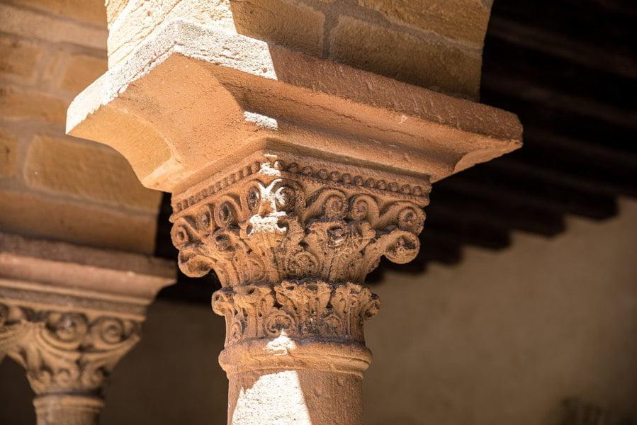 Chapiteau du cloître du Prieure de Salles Arbuissonnas en Beaujolais